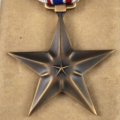 Original WWII US complete box full of 100 Bronze stars – 1944