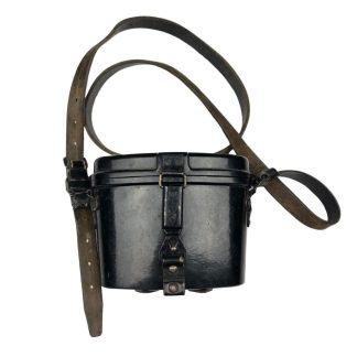 Original WWII German Carl Zeiss binoculairs in bakelite case with straps