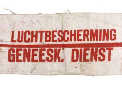 Original WWII Dutch 'Luchtbescherming' medical department armband