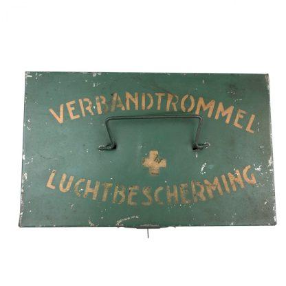 Original WWII Dutch 'Luchtbeschermingsdienst' first aid tin