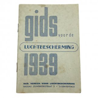Original Pré 1940 Dutch 'Luchtbescherming' guide booklet