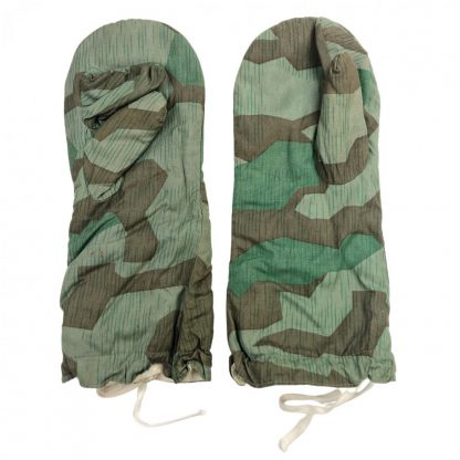 Original WWII German reversible Splintertarn camouflage gloves