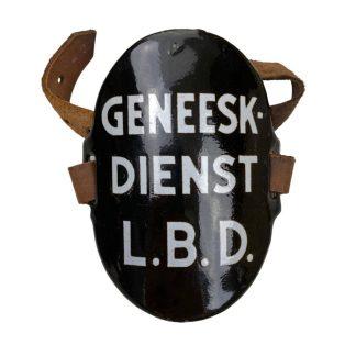 Original WWII Dutch 'Luchtbeschermingsdienst' arm shield Geneeskundige dienst