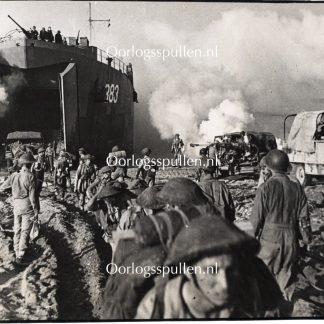 Original WWII British photo - Landings in Salerno (Italy)'
