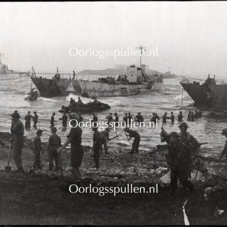 Original WWII British photo - The Sicilian landings